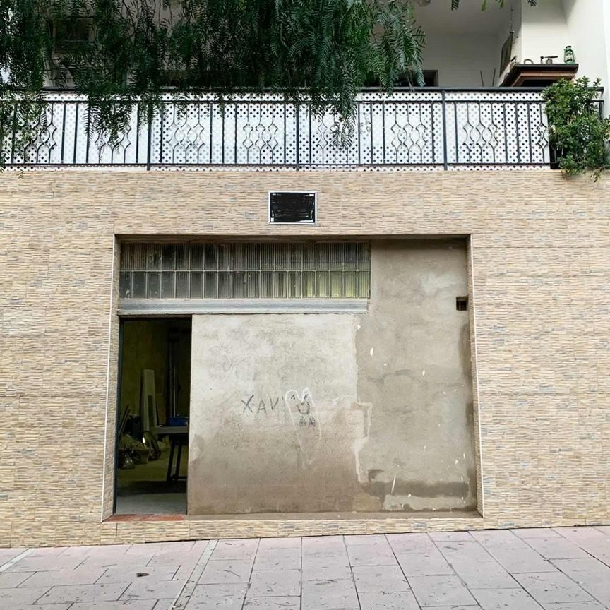 Car parking in Carrer puig rom 107. Centro - garaje con opción a piso, 140m2