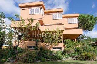 Casa en Bellaterra. Casa con 7 habitaciones, parking, calefacción, terraza y jardín