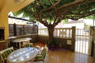 Semi detached house  Carrer puigmal-f1. Con jardín y parking