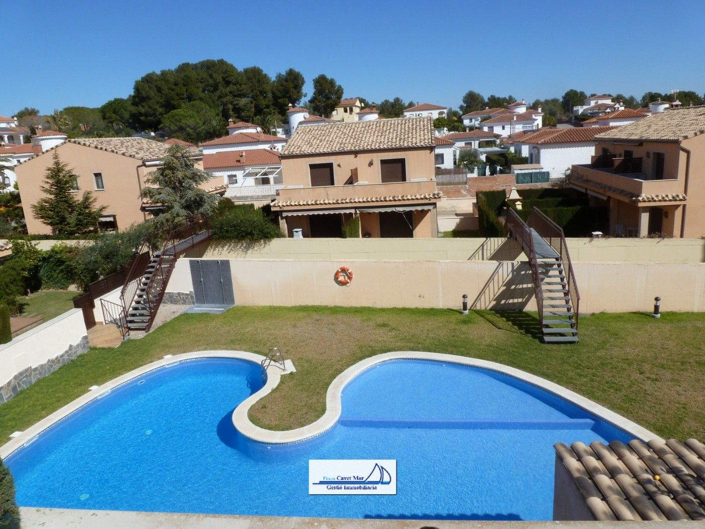 Towny house in Carrer dalies (de les) (ur. masos), 15. Chalet pareado con piscina !
