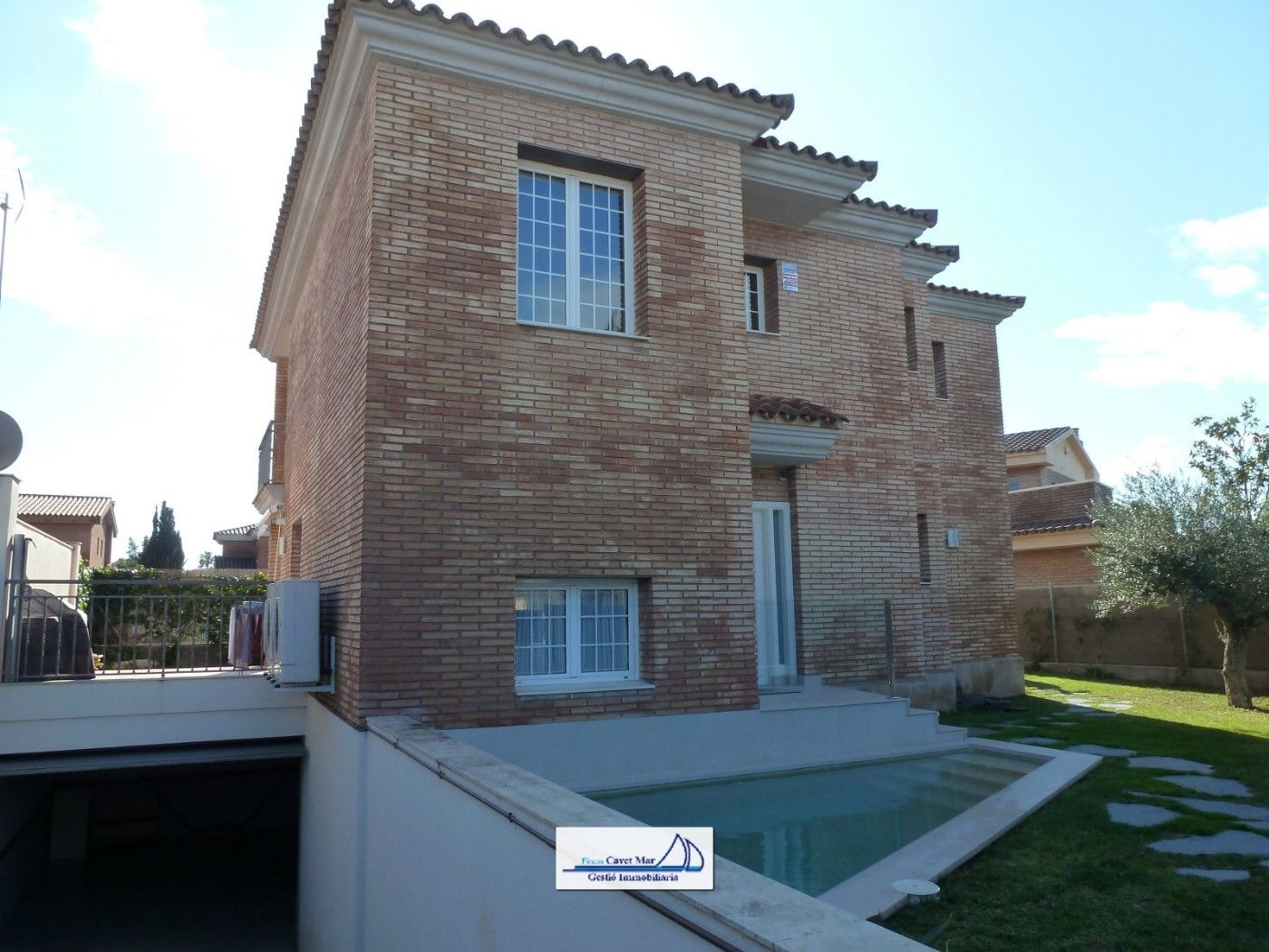 Chalet in Carrer pau vila, 6. Chalet individual con piscina !!