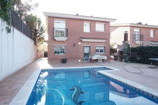 Casa  Passatge llimoners (dels). Preciosa casa con piscina