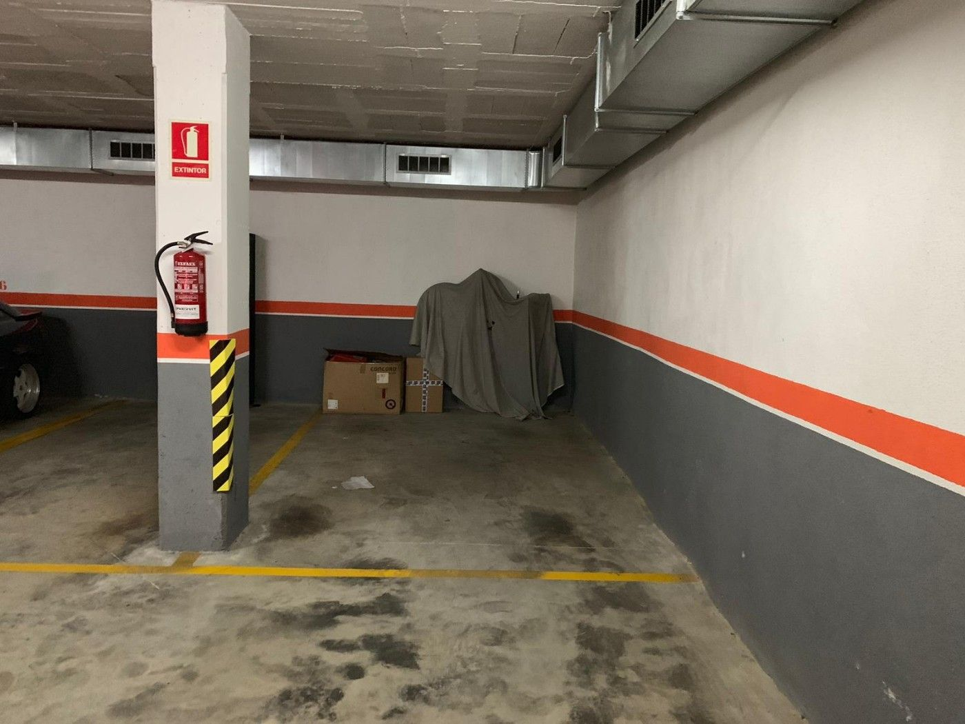 Rent Car parking in Carrer benviure, 42. Buena maniobra