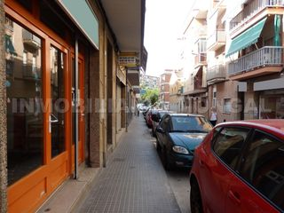 Location Local commercial  Carrer felix just oliveras. Amplio, muchas posibilidades
