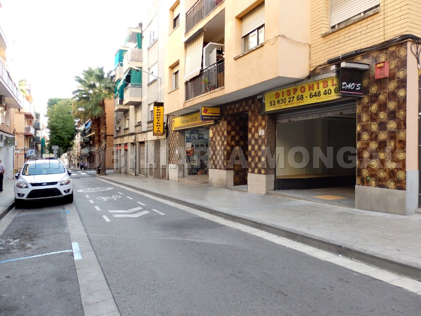 Lloguer Local Comercial en Carrer antoni gaudí, 75. Amplio local comercial