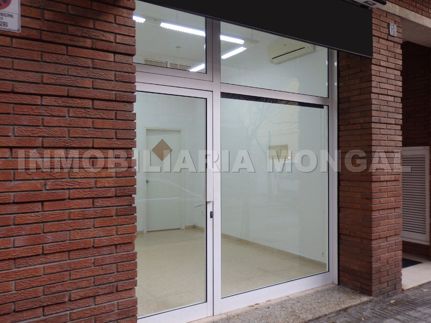 Alquiler Local Comercial  Carrer eusebi güell. Perfecto local comercial