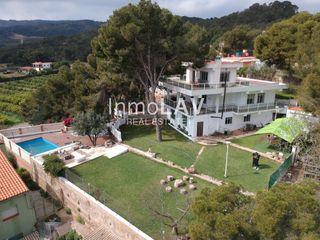 Casa en Centro-El Castillo. Elegante chalet junto a la naturaleza de sagunto - piscina y tod