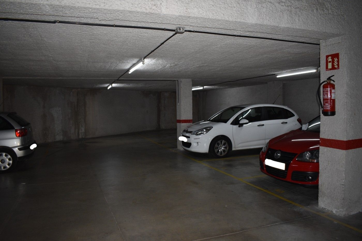 Parking coche  Carrer pau claris. Plazas de parking en venta.