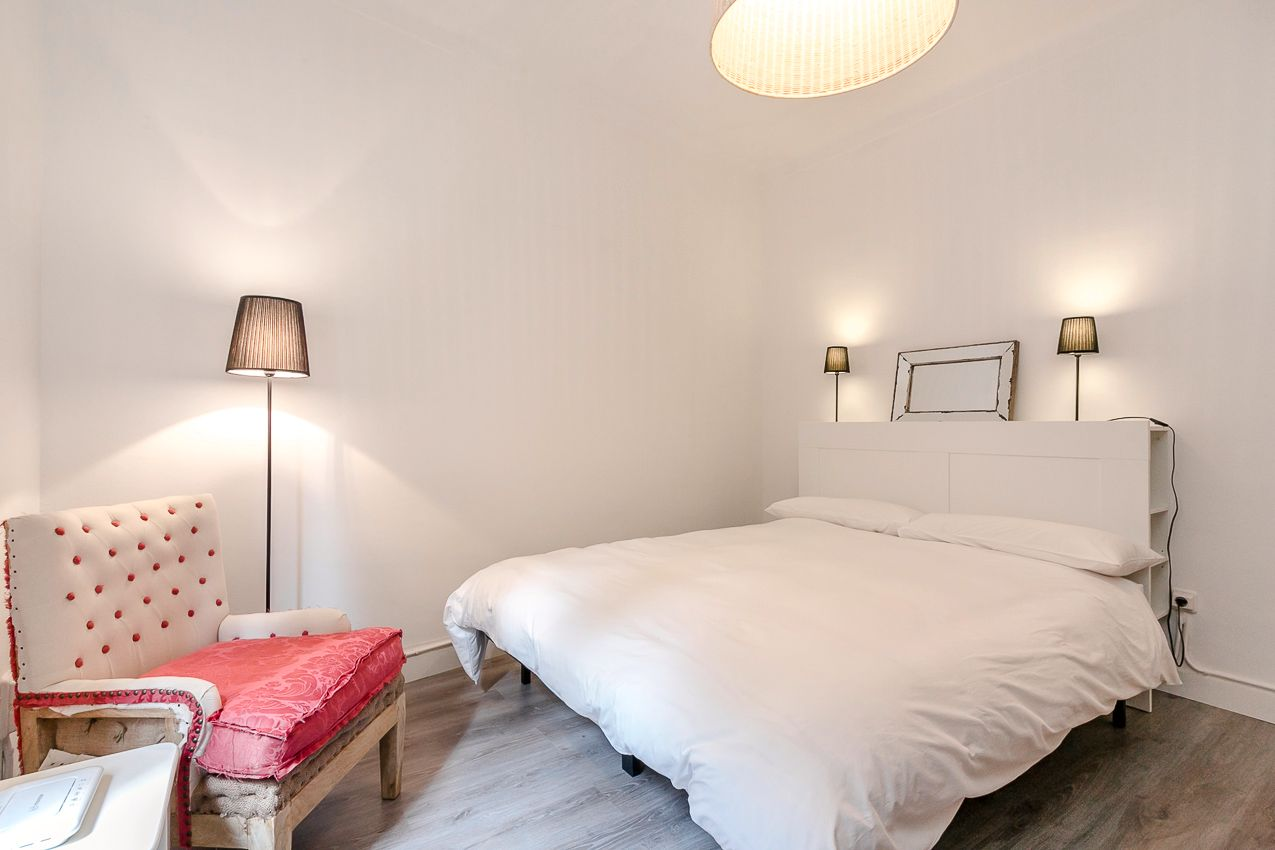 Holiday lettings Apartment in Carrer lepant, 300. Espacioso inmueble de temporada