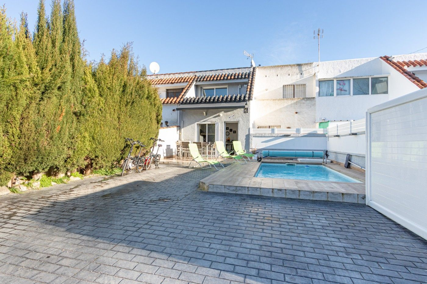 Semi detached house  Carrer montseny. Casa sector tranquilo con piscin