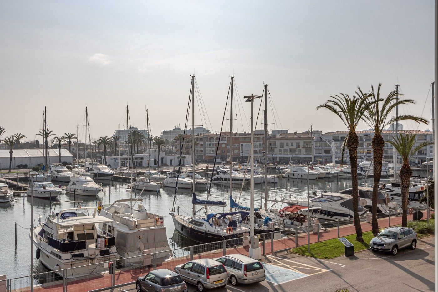 Apartament  Carrer port grec. Vistas al canal