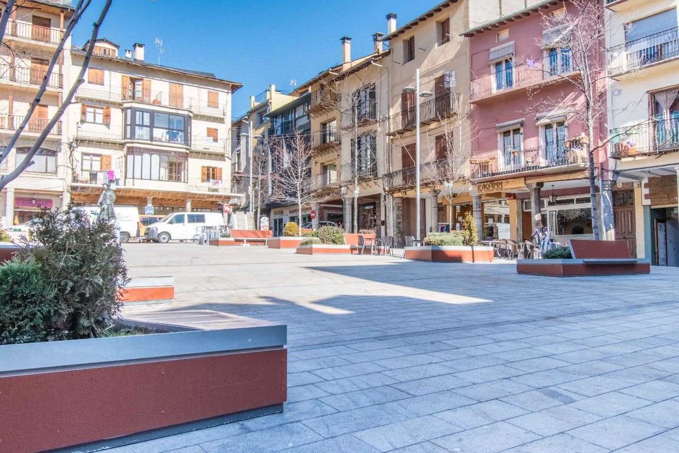 Local Comercial en Plaça Cabrinetty