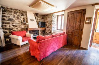 Casa  Carrer dels pirineus. Casa rústica en porta