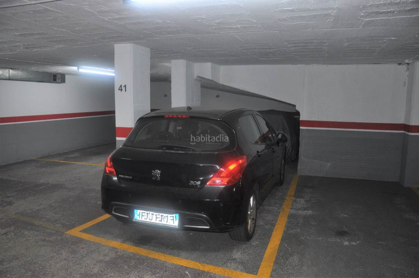 Autoparkplatz in Vinyets-Molí Vell. Plaza de parking, plaza cataluña