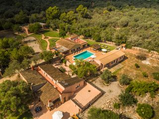House in Algaida. Finca de 21000m2 con 4 casas independientes