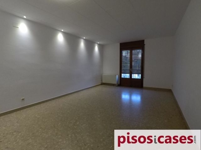 Rent Flat  Plaça major. Pis 2 habitacions, plaça major
