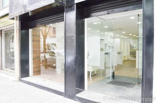 Local Comercial en Carrer sant joan baptista la salle, 8. Local com nou!
