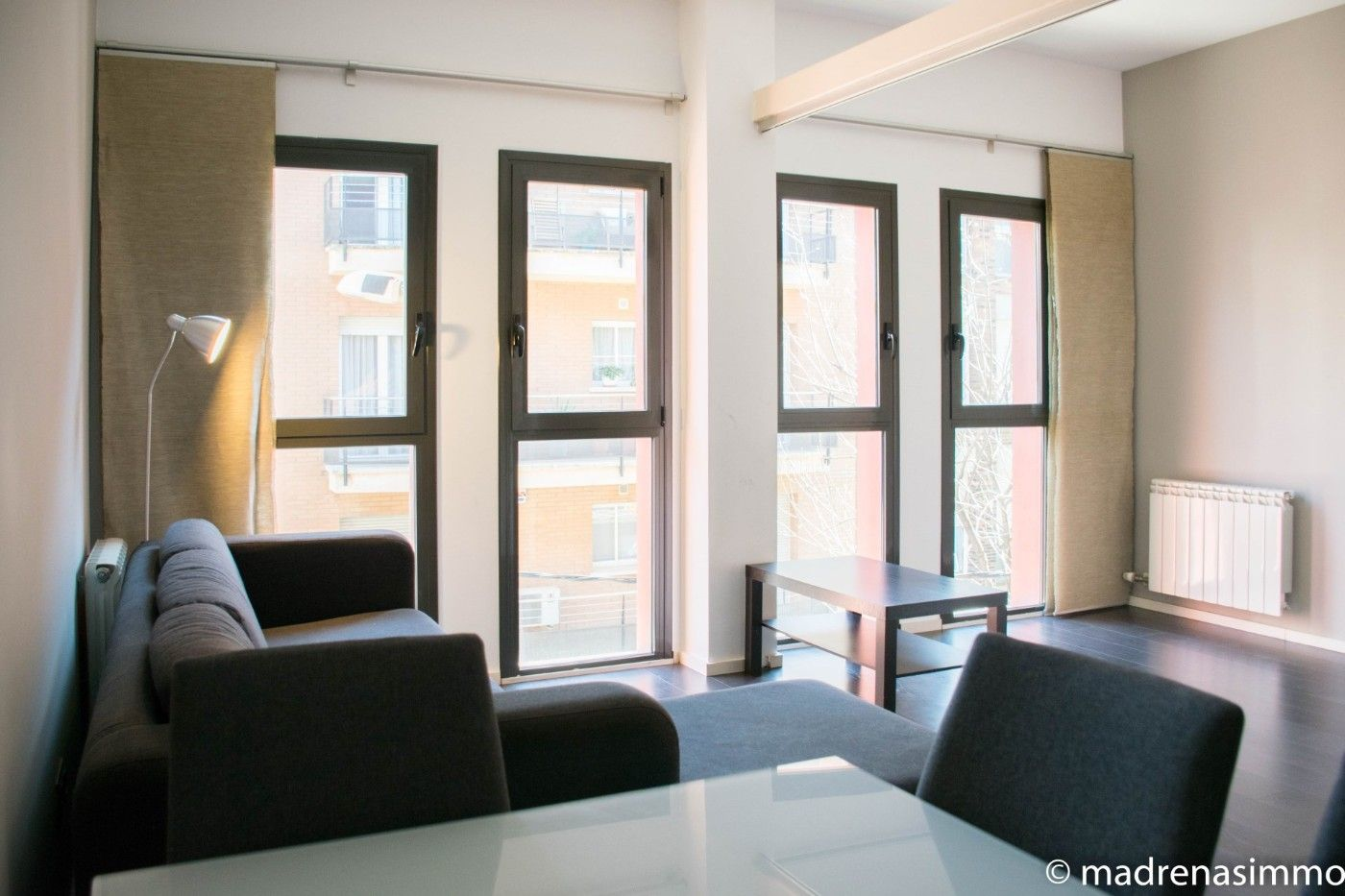 Rent Apartment  A tocar el parc!. Apartament modern amb parking!
