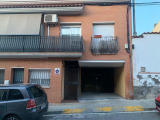 Location Parking voiture  C/ girona. Zona tranquila