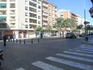 Alquiler Local Comercial  Eixample port. Local comercial bien situado