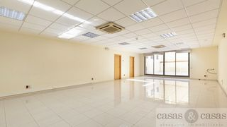 Rent Office space  Carrer campo florido. Con terraza interior