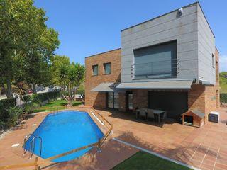 House in Carrer estefania de requesens, 40. Casa con piscina y ascensor