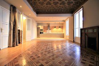 Apartament Carrer Casp. Modernista amb terrassa