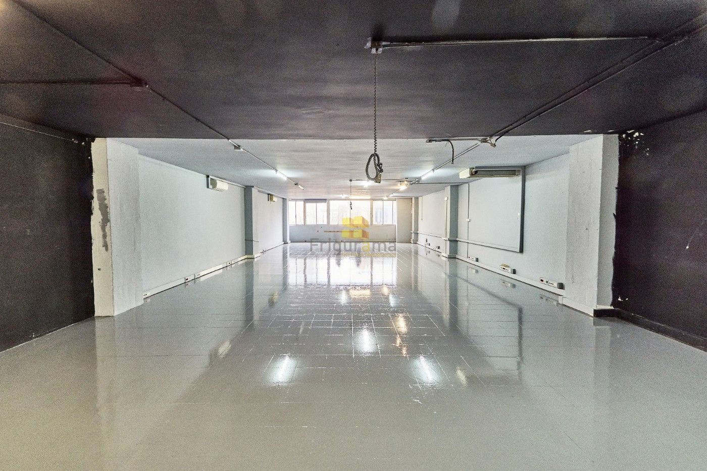 Alquiler Local industrial  Carrer pujades. Local/nave de 192m2