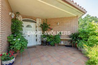 Casa en Els Avets-Can Serrafossà-Ximelis. Unifamiliar bien orientada