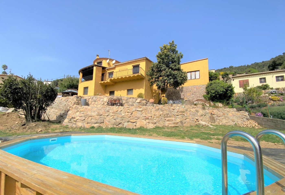 Casa in Carrer garrigues, 16. Casa amb piscina a calonge