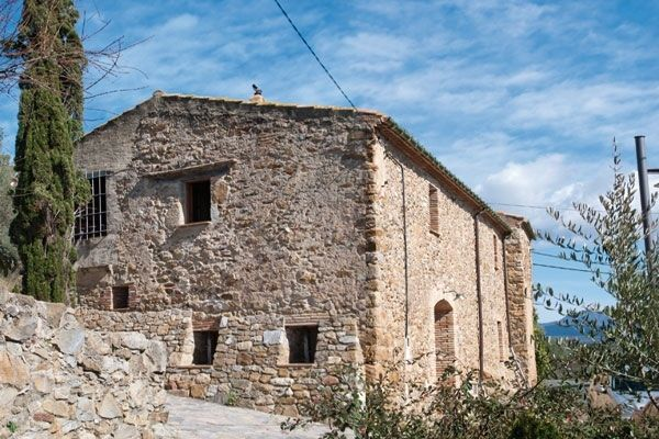 Country house in Masarac. Casa de piedra con vista