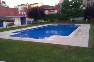 Rent Ground floor in Segle XX. Piscina, pk y trastero