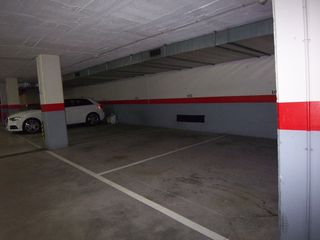 Car parking in Carrer alemanya, 69. Places d´aparcament al centre