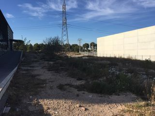 Industrial plot in Calle auguste i louis lumiere, 41. Solar industrial en venta