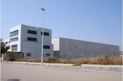 Industrial building in Calle llanterners (dels), 38. Se venden naves ind. en ribarroj