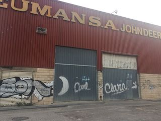 Industrial building in Calle riu segura, 3. Se vende nave industrial