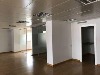 Rent Office space en Calle isabel la catolica, 8. Oficinas en alquiler