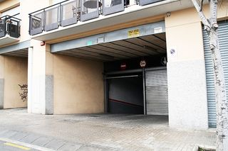 Car parking in Carrer antoni de capmany, 79. Plaça d´aparcament en venda