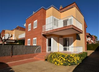 Rent House in Carrer via augusta, 2