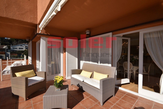 Chalet en Bellaterra. Chalet con 5 habitaciones con parking, calefacción y aire acondi