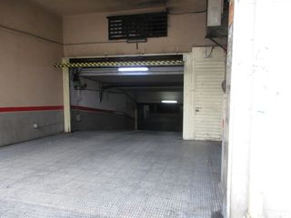 Car parking in Avinguda pere el cerimonios, 12. Dos coches y trastero