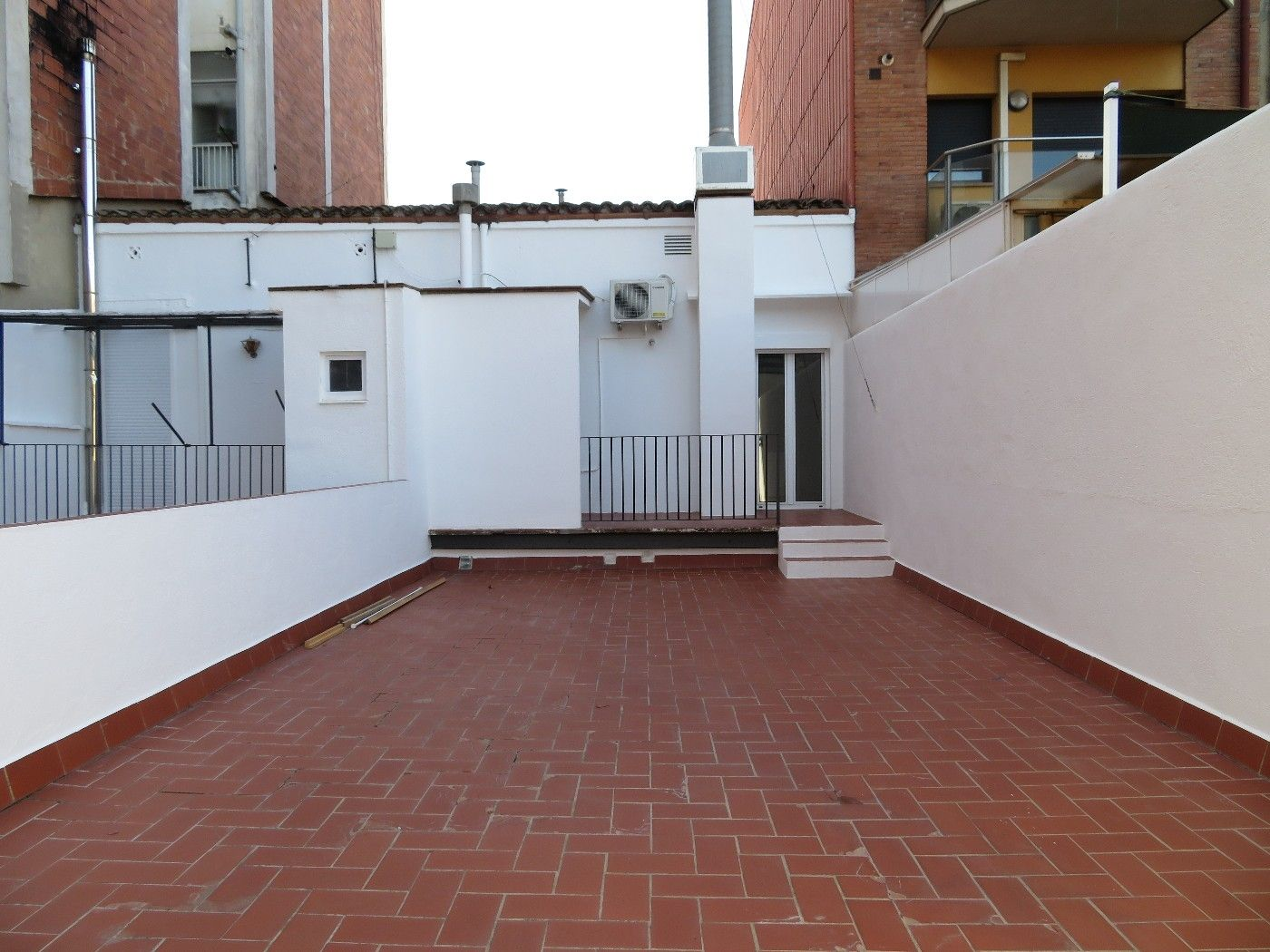 Location Appartement  Carrer francesc macia. Reformado,s/muebles.terraza 48m2