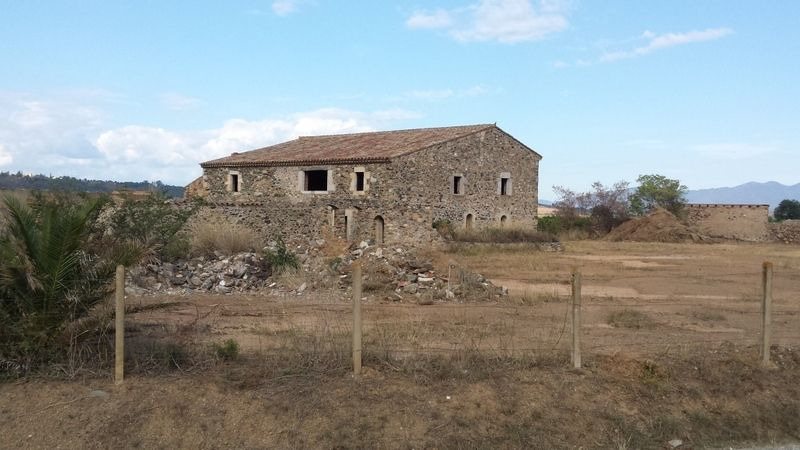Country house in Garriguella. Oportunidad