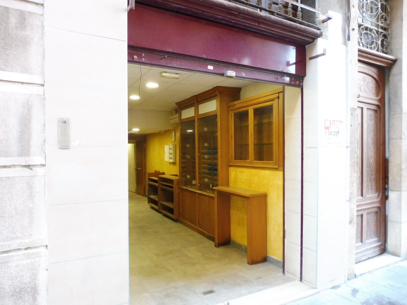 Alquiler Local Comercial  Carrer llovera. Local en 1a. linea comercial