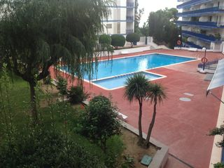 Rent Ground floor  Avinguda can sans. 3 aparcamientos, junto playa.