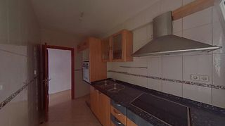 Location Appartement  Carrer josep torras i bages. 4 hab, 1 baño.