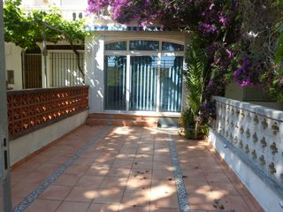 Semi detached house in Empuriabrava. A 100m de la playa