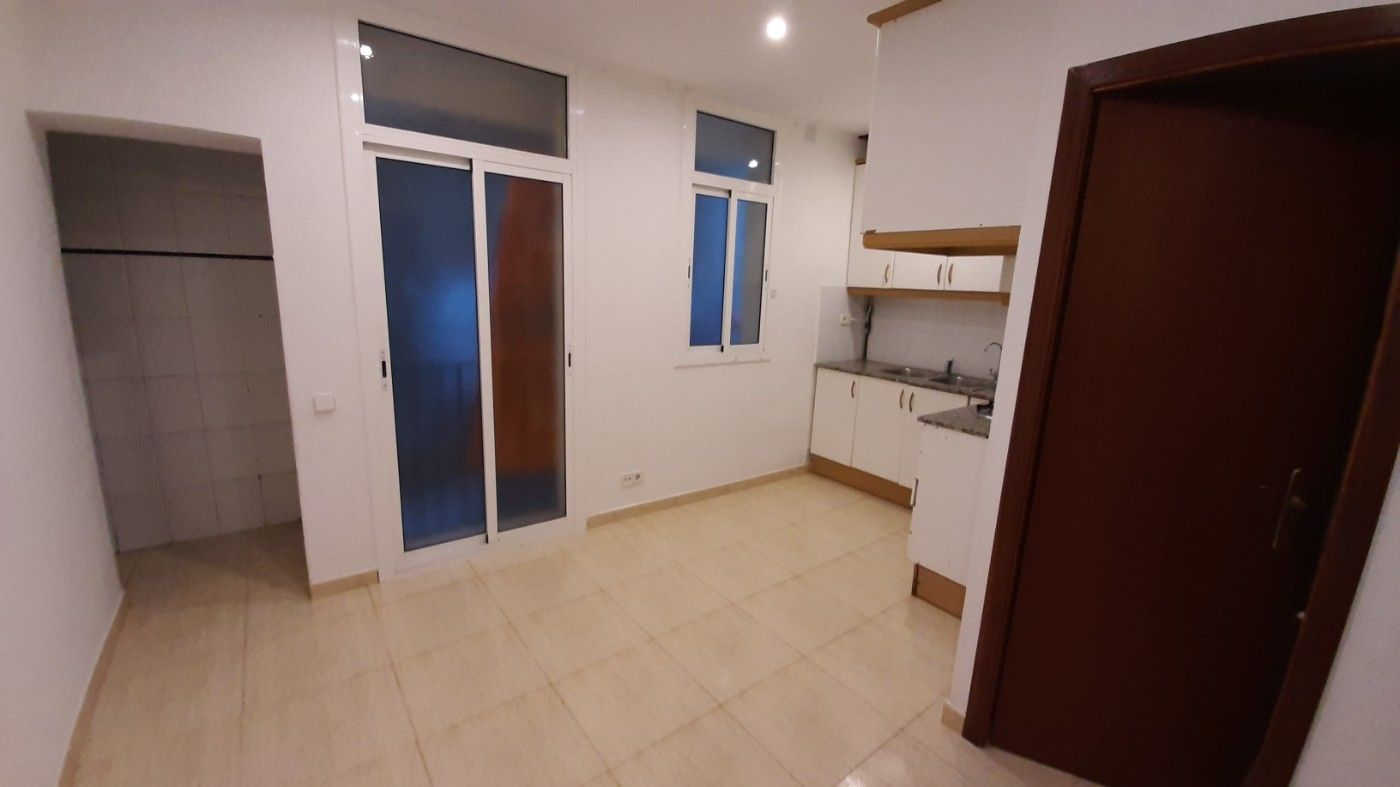 Rent Apartment  Carrer pedreres. Para entrar!!!