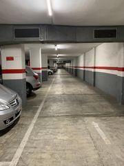 Autoparkplatz in Carrer manila, 54. Plaza grande coche y moto