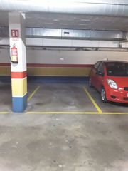 Car parking in Roc Blanc. Plaza de parquing en venta o alq